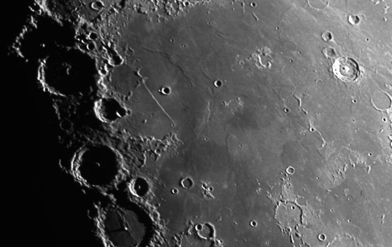 moon-4mosaic_RCOS20-In_ST8300_Ha45_0p1s.jpg